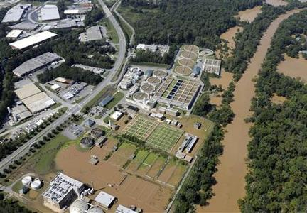 Floodwaters engulf parts of the R.M. Clayton Sewage Treatment Plant in Atlanta, Georgia, in this aerial view taken September 23, 2009. REUTERS/David Tulis