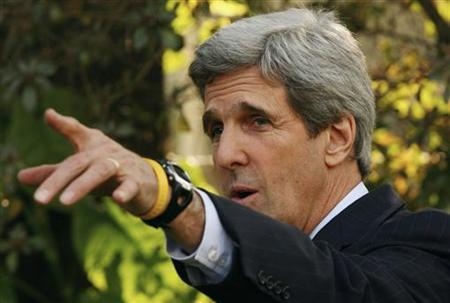 Senator John Kerry speaks during a news conference in New Delhi February 20, 2008. REUTERS/B Mathur