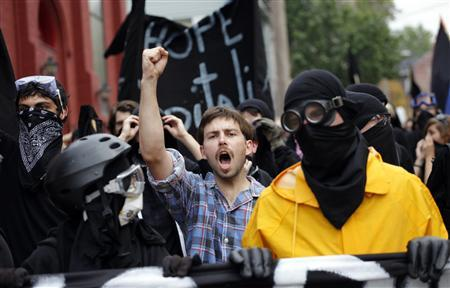 Demonstrators march during a protest before the start of the G20 Pittsburgh Summit in Pittsburgh, Pennsylvania September 24, 2009. REUTERS/Carlos Barria