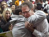 <p>Canadian marijuana activist Marc Emery (R) cries while embracing a friend before turning himself in at the court house in Vancouver, British Columbia September 28, 2009. The self proclaimed Prince of Pot turned himself in before being extradited to the United States to serve a five year jail sentence for selling marijuana seeds. REUTERS/Andy Clark</p>