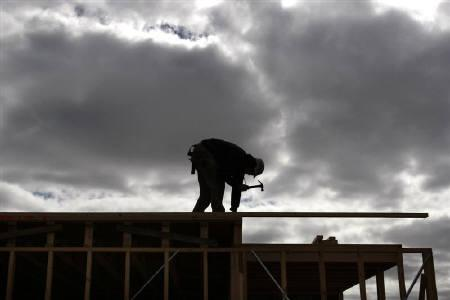 9月29日、豪中銀当局者は住宅価格が余りにも急激に上昇するリスクがあるとの見方を示した。写真はメルボルン郊外で建設中の住宅。1日撮影(2009年 ロイター/Mick Tsikas)