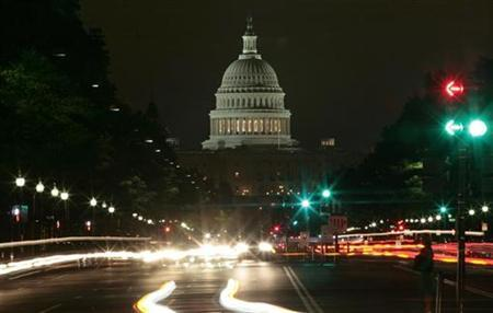 Traffic moves down Pennsylvania Avenue with the U.S. Capitol building in the background in Washington, August 12, 2009. REUTERS/Molly Riley