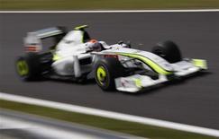 <p>O piloto Rubens Barrichello participa do treino para o GP de Suzuka. O alemão Sebastian Vettel conseguiu na madrugada deste sábado a pole position para a equipe Red Bull no Grande Prêmio do Japão de Fórmula 1, enquanto o líder do campeonato, Jenson Button, que havia conquistado o sétimo lugar, perdeu cinco posições mediante uma punição. O brasileiro Rubens Barrichello também foi punido com a perda de cinco posições.03/10/2009.REUTERS/Toru Hanai</p>