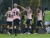 <p>Cavani esulta dopo il gol dell'1-0 alla Juventus. REUTERS/Tony Gentile</p>