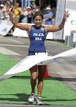 <p>Triatleta Mariana Ohata, em foto de arquivo, foi suspensa por 6 anos após ser flagrada por exame antidoping. REUTERS/Andres Stapff</p>