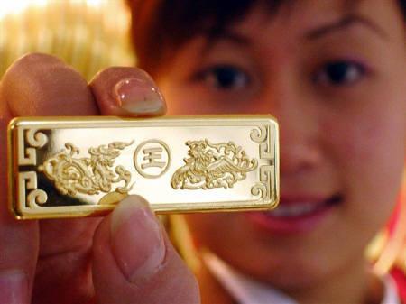 10月7日、慎重な中国の投資家にとって金が必需品となりつつある。写真は2005年12月、中国で撮影した金の延べ棒(2009年 ロイター)