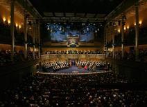 <p>Immagine d'archivio della sala della cerimonia per l'assegnazione dei Nobel. REUTERS/Stoyan Nenov (SWEDEN)</p>
