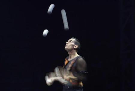 Rony Gomez of Spain performs during the 4th International Circus Festival in Moscow, late September 15, 2009. REUTERS/Denis Sinyakov