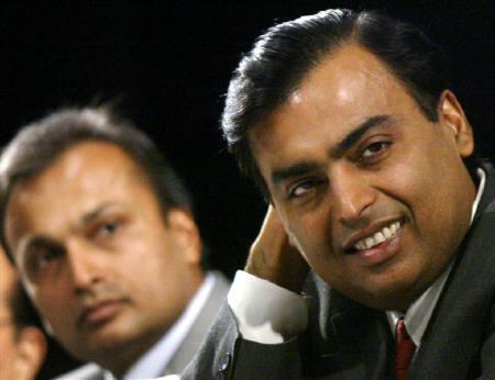 File photo of Mukesh Ambani (R) and his brother Anil Ambani during a meeting in Mumbai June 24, 2004. REUTERS/Arko Datta/Files