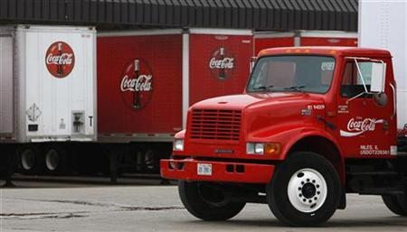 Trailers are parked outside of Coca-Cola Bottling facility in Niles, Illinois February 12, 2009. REUTERS/John Gress