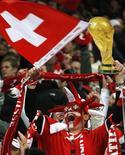 <p>Após empate, Suíça garante vaga na Copa de 2010. REUTERS/Christian Hartmann</p>