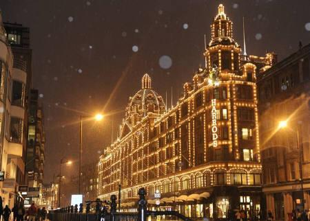 London luxury goods department store Harrods store is seen during a snow flurry in central London February 2, 2009. Harrods is moving into the precious metals market with the launch of a service to sell investment-grade gold bullion bars and coins to customers. REUTERS/Toby Melville/Files