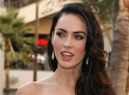 Actress Megan Fox poses at a fan event for the film ''Jennifer's Body'' in Hollywood September 16, 2009. REUTERS/Fred Prouser