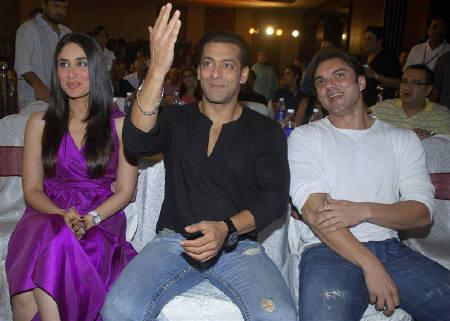 Bollywood actors Kareena Kapoor (L), Salman Khan (C) and Sohail Khan attend the music launch ceremony of their forthcoming movie ''Main Aur Mrs. Khanna'' (Me And Mrs. Khanna) in Mumbai September 8, 2009. REUTERS/Manav Manglani/Files