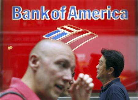 People walk past a Bank of America branch in New York, August 13, 2009. REUTERS/Lucas Jackson