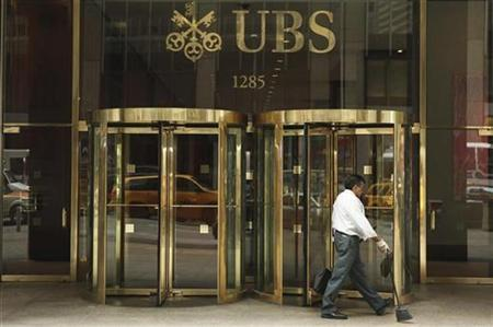 The logo of Swiss bank UBS can be seen outside its New York office August 12, 2009. REUTERS/Lucas Jackson