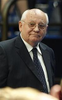 Former Soviet leader Mikhail Gorbachev arrives in the audience before the commencement address for the 2009 graduating class, delivered by U.S. President Barack Obama, at the New Economic School in Moscow, July 7, 2009. REUTERS/Jason Reed