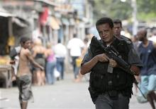 <p>O Rio de Janeiro ainda tem um longo caminho pela frente para solucionar seus problemas de segurança antes de sediar os Jogos Olímpicos de 2016, afirmou o prefeito da cidade, Eduardo Paes, nesta segunda-feira. REUTERS/Ricardo Moraes</p>