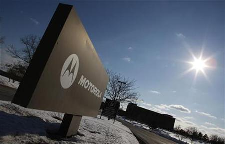 The sun shines over the Motorola headquarters in Schaumberg, Illinois in this February 3, 2009 file photo. REUTERS/John Gress