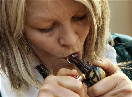 Pancreatic cancer surviror Mellody Gannon smokes medicinal marijuana during the annual convention of the National Organization for the Reform of Marijuana Laws (NORML) in San Francisco, September 25, 2009. REUTERS/Robert Galbraith