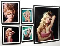 <p>Exposition consacrée à Brigitte Bardot à Boulogne-Billancourt. Un mineur russe célibataire souffrant d'une maladie pulmonaire espère pouvoir financer une opération chirurgicale dépassant les deux mille dollars grâce à la vente d'une photo dédicacée de la star. /Photo prise le 25 septembre 2009/REUTERS/Charles Platiau</p>