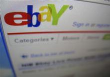 <p>Les résultats du troisième trimestre d'eBay sont en ligne avec les attentes des analystes financiers mais les prévisions annoncées pour le quatrième trimestre sont dans le bas de la fourchette des estimations du marché. /Photo d'archives/REUTERS/Mike Blake</p>