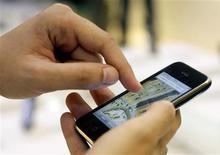 <p>Les résultats trimestriels d'AT&T sont meilleurs que prévu, le succès de l'iPhone ayant permis à l'opérateur d'engranger un nombre record de nouveaux abonnés mobiles sur une période de trois mois. /Photo d'archives/REUTERS/Susana Vera</p>
