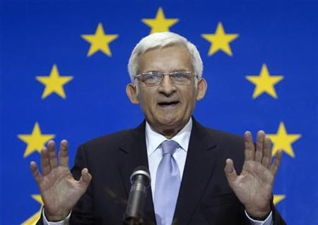 European Parliament President Jerzy Buzek delivers a speech during the opening ceremony of the House of the European Union in Vienna October 16, 2009. REUTERS/Heinz-Peter Bader