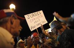 <p>Una manifestazione anticastrista della diaspora cubana a Miami. REUTERS/Carlos Barria</p>