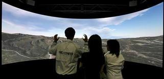 <p>Uno schermo digitale esposto ad una rassegna sulla realtà virtuale. REUTERS</p>