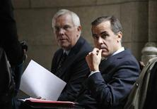 <p>Bank of Canada Governor Mark Carney (R) prepares to testify before the Commons finance committee with Senior Deputy Governor Paul Jenkins on Parliament Hill in Ottawa October 27, 2009 REUTERS/Chris Wattie</p>