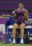 <p>Россиянка Динара Сафина расстроена после вынужденого отказа от матча с Еленой Янкович на итоговом турнире WTA в Дохе 28 октября 2009 года. Широко разрекламированная дуэль за вершину рейтинга женской теннисной ассоциации между американкой Сереной Уильямс и россиянкой Динарой Сафиной на итоговом турнире WTA в Катаре не состоится. Сафина снялась с турнира из-за болей в спине, подарив Уильямс первую строчку рейтинга по итогам года. REUTERS/Fadi Al-Assaad</p>