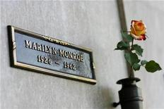 <p>The crypt of Marilyn Monroe is pictured at the Pierce Brothers Westwood Village Memorial Park cemetery in Westwood, California August 17, 2009. REUTERS/Mario Anzuoni</p>
