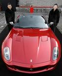 <p>Una Ferrari 599 GTB Fiorano China Limited Edition durante la presentazione di oggi a Pechino. REUTERS/Jason Lee</p>