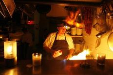 <p>Chef Mitchell Bergman of Ravesi's Restaurant at Bondi cooks by candle and torchlight during 'Earth Hour' in Sydney March 31, 2007. REUTERS/Ed Giles</p>