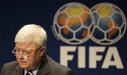<p>O presidente da CBF, Ricardo Teixeira (em foto de arquivo) anunciou que a seleção brasileira irá treinar para a Copa do Mundo de 2010 na África do Sul em Curitiba. REUTERS/Michael Buholzer</p>