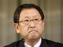 <p>Il presidente di Toyota Motor, Akio Toyoda, durante la conferenza stampa in cui ha annunciato il ritiro del gruppo dalla Formula 1, per fallimento. REUTERS/Issei Kato</p>