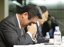 <p>Chefe de Esporte Motor da Toyota, Tadashi Yamashina, chorou durante anúncio da retirada da escuderia da Fórmula 1. REUTERS/Issei Kato</p>