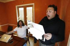 <p>Argentine tenor Carlos De Antonis (R) practices, as his manager Harlan Werner watches, in Los Angeles October 29, 2009. REUTERS/Mario Anzuoni</p>
