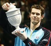 <p>O cabeça-de-chave Andy Murray eliminou o russo Mikhail Youzhny com parciais de 6-3 e 6-2 na final do Aberto de Valência neste domingo, conquistando seu sexto título do ano após se recuperar de uma contusão. REUTERS/Albert Gea</p>