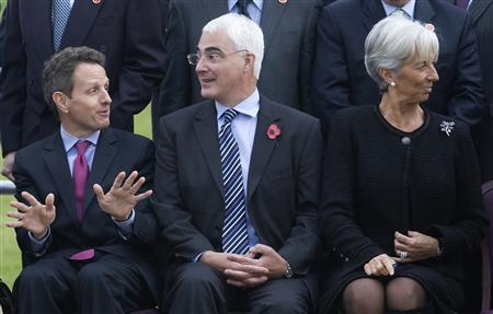 Britain's Chancellor of the Exchequer Alistair Darling (C) chats with U.S. Treasury Secretary Timothy Geithner (L) as France's Finance Minister Christine Lagarde looks away during the family photo at the G20 Finance Ministers meeting at a hotel in St. Andrews, Scotland, November 7, 2009. REUTERS/Andrew Winning