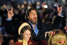 """<p>El actor Jim Carrey gesticula ante los fotógrafos en su llegada al estreno mundial de """"A Christmas Carol"""" en Londres, el 3 de noviembre. REUTERS/Toby Melville</p>"""