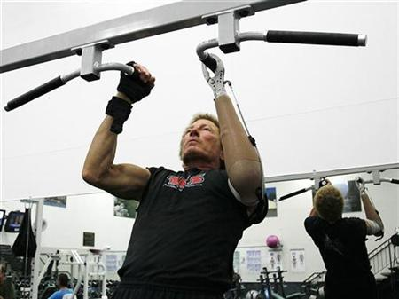 Bob Radocy of TRS Inc. uses a grip prehensor hand replacement to do pull-ups at a gym in Boulder, Colorado August 21, 2009. REUTERS/Rick Wilking