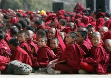 <p>Buddhist monks attend the teaching by their spiritual leader the Dalai Lama in Tawang in the northeastern Indian state of Arunchal Pradesh November 10, 2009. REUTERS/Adnan Abidi</p>