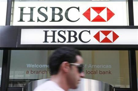 A man walks past a branch of the HSBC bank in New York September 2, 2009. REUTERS/Lucas Jackson