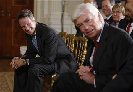U.S. Treasury Secretary Timothy Geithner (L) and U.S. Senator Chris Dodd (D-CT) smile as they await remarks by U.S. President Barack Obama on regulatory reform in the East Room of the White House in Washington October 9, 2009. REUTERS/Jason Reed