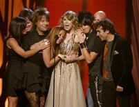 <p>Singer Taylor Swift (C) accepts the Entertainer of the Year award as she is surrounded by members of her band at the 43rd annual Country Music Association Awards in Nashville November 11, 2009. REUTERS/Tami Chappell</p>