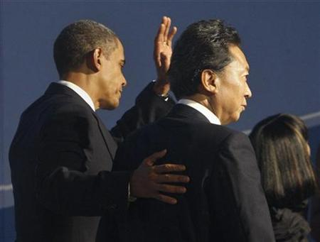 Japan's Prime Minister Yukio Hatoyama (R) stands with U.S. President Barack Obama as they arrive at the Phipps Conservatory for an opening reception and working dinner for heads of delegation at the Pittsburgh G20 Summit in Pittsburgh, Pennsylvania September 24, 2009. REUTERS/Chris Wattie