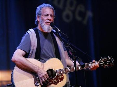 Singer Yusuf Islam, formerly known as Cat Stevens, performs a sound check ahead of his concert at El Rey theatre in Los Angeles May 11, 2009. REUTERS/Mario Anzuoni