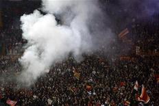 <p>Tifosi in curva allo stadio. REUTERS/Giampiero Sposito</p>
